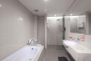 Bathroom Suite Room